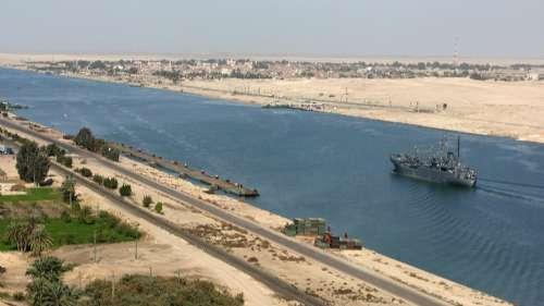 图:苏伊士运河在逆境中坚持收费不减,班轮公司被迫绕道-亚欧线货