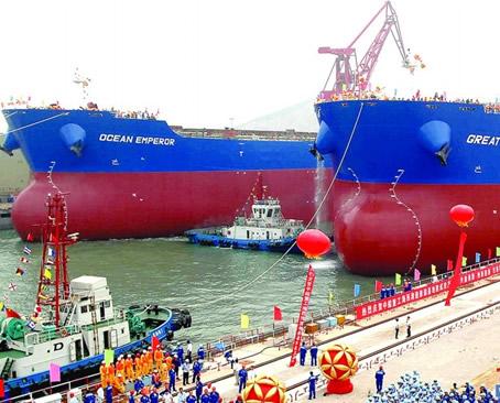 在青岛北海船舶重工有限责任公司造船坞区隆重举行