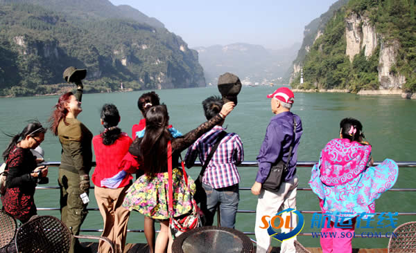 十一黄金周中外游客乘船进出三峡旅游火爆 - 航