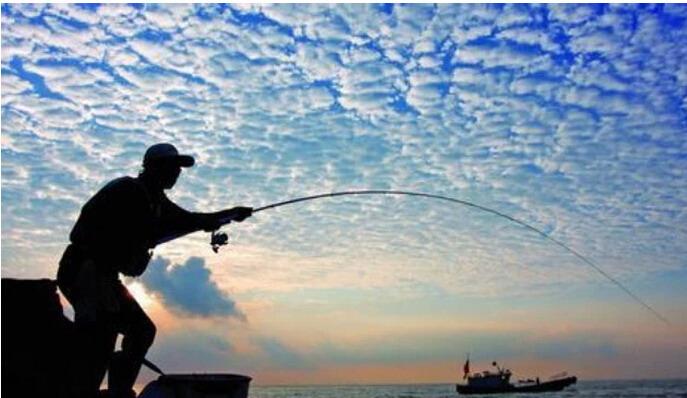 几个喜欢海钓的好友,租条渔船或者游艇,没有任何安全防范措施,未经