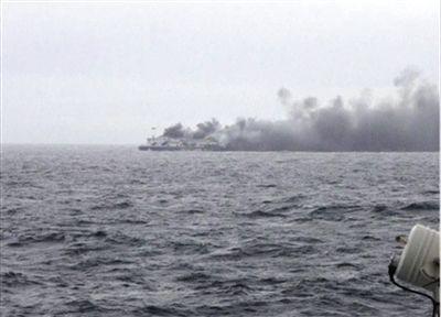 意大利失火渡轮内发现1具遇难者烧焦遗体