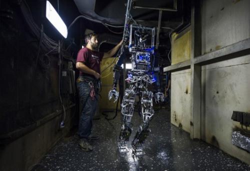 美海军推消防机器人 可在船上执行灭火任务