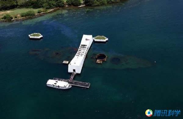 珍珠港的亚利桑那号