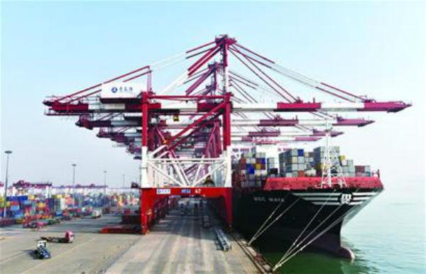 2016年青岛港吞吐量首次突破5亿吨