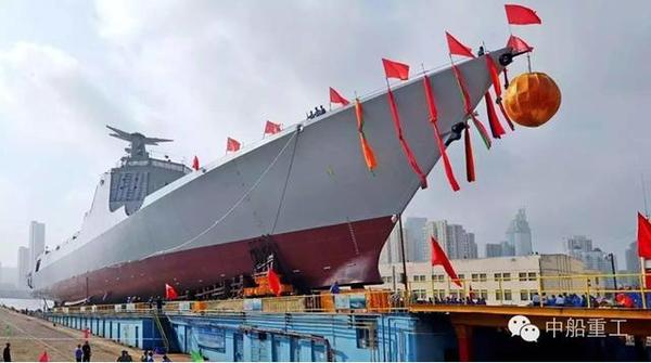 这时船艏会产生很大的压力,一些装有球鼻艏和艏声呐罩的船舶为此不得