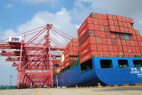 6万标准箱的优异成绩跻身世界前十强,并超越荷兰鹿特丹港等知名港口